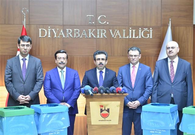 Diyarbakır da Başlatılan '' Sıfır Atık Projesi '' Çalışmalarıyla İlgili İl Valisi Hasan Basri GÜZELOĞLU Açıklamalarda Bulundu