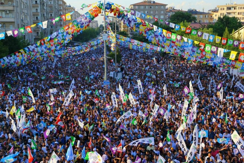 HDP'NİN DİYARBAKIR MİTİNGİNE YOĞUN KATILIM !!!
