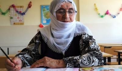Kur' an Okuma Aşkıyĺa 70 Yaşında Okuma Yazma Öğrendi
